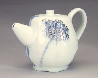 Queen Ann's Lace Teapot