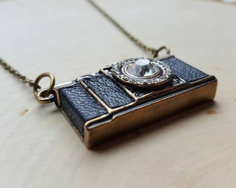 Camera Necklace, Camera Jewelry, Photography Necklace, Photographer Jewelry, gift for photographer, camera pendant, camera accessories