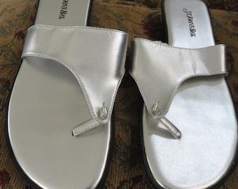 Silver Thong Sandals . 9M . Silver Metallic  . St Johns Bay . Holiday Thong Heels . Costume Heels . Fairy Heels . Thong Sandal . Shoe 4