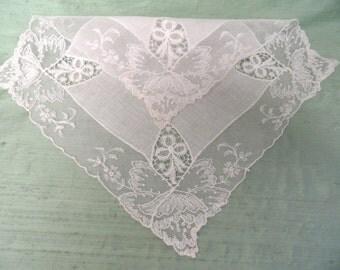Lace edged off white linen handkerchief /  vintage wedding hankie
