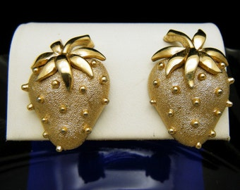 Crown Trifari Vintage 1960s Figural Strawberry Clip Earrings Gold Tone