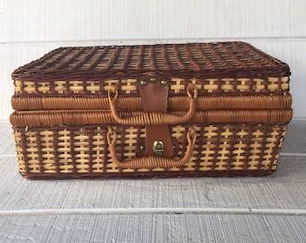 vintage picnic basket Wicker picnic basket, engagement picnic surprise, romantic picnic date brown wicker picnic basket, retro picnic hamper
