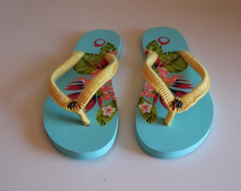 Flip flop with elephant. Size: US 6.5 / 7, UK 4.0 / 5.0, EU 37/38.