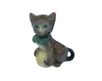 A vintage Royal Copley pottery cat with yarn ball planter, c.1950s