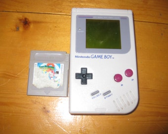 Vtg 1989 Gameboy handheld Nintendo with one game super marioland free ship