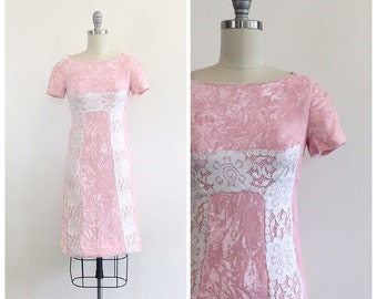 70s Pastel Pink Crushed Velvet Mini Dress / 1970s Vintage Lace Applique Short Sleeve Parrty Dress / Small / Size 2