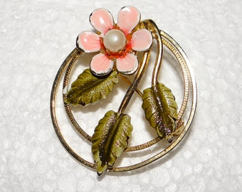 Daisy with leaves Brooch