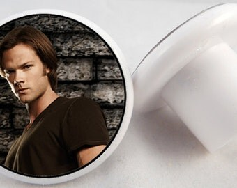 1.25 inch drawer pulls/knobs: Supernatural. 8 styles to choose from.