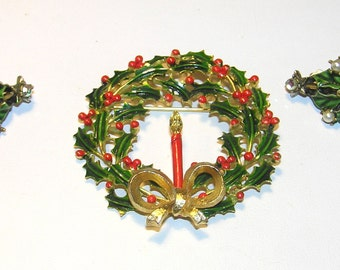 HOLLYCRAFT Vintage 'Holly' Earrings and Matching Vintage Holly Wreath