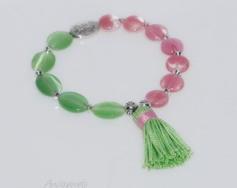Bracelet pink and green glass beads with tassel