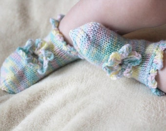Baby girl socks from merino wool - Hand knit newborn socks - Gift for newborn - Baby shower gift- Made to order