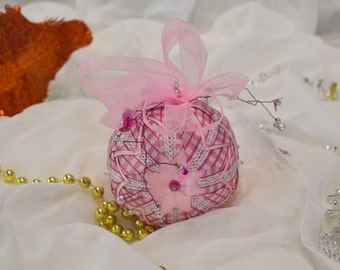 Christmas Patchwork Vichy pink round ball.