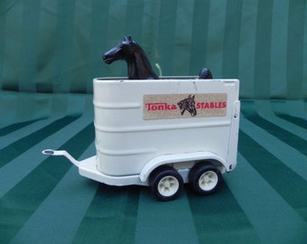 Vintage Toy Tonka White Horse Trailer with Black Horse 52620, pressed steel and plastic