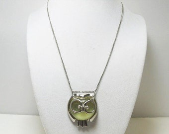 Owl Pendant Necklace / Silver Tone With Plastic Cabochon