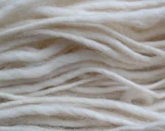 Cwtchet Roving Slub Yarn. 250g. Natural undyed white. Dyeing, Knitting, Crochet, Fibre Art, Yarn Art. 100% Wool
