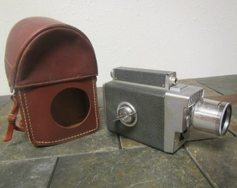 vintage KODAK Zoom 8 MOVIE CAMERA automatic wind up camera ** with leather case  , photography equipment