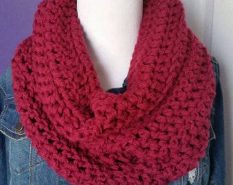 Chunky crochet cowl in Cranberry