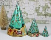 Vintage Nesting Christmas Tree / Matryoshka / Hand Painted