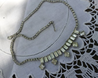 Pretty retro  rhinestone  necklace.