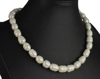 Unique genuine baroque freshwater pearl cream colour tone  45 cm choker necklace