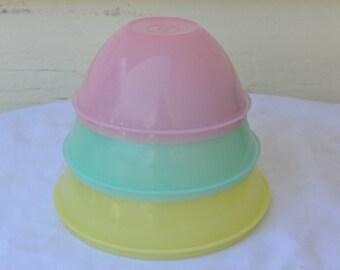 Vintage Pastel Tupperware Nesting Bowls, # 233 - 235 | 3 Pieces