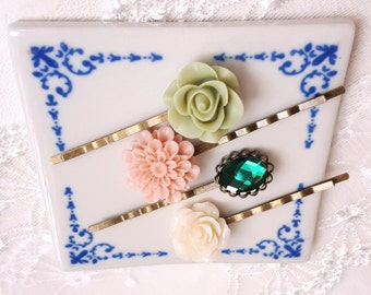 Set of 4 Floral bobby hair pin Lucite flower Emerald green rhinestone