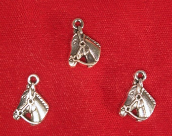 "10pc ""horse"" charms in antique style silver (BC473)"