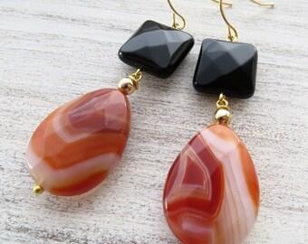 Black onyx earrings, orange agate earrings, stone earrings, dangle earrings, gemstone jewelry, drop earrings, modern jewelry, gioielli