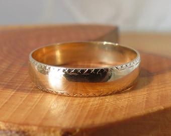 Wedding ring, 9K band yellow gold.