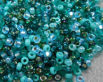 8/0 Miyuki and Toho Seed Bead Mix, 25 grams, Aquas/Teals/Emerald (0068)