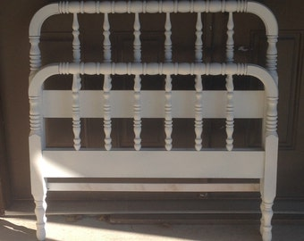 Jenny Lind bed /spindle bed twin in any color This one is only primed