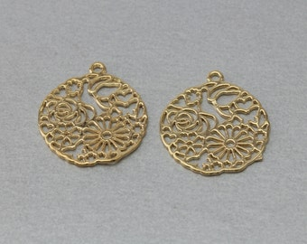 Flower Pewter Pendant . Polished Gold Plated . 10 Pieces / C5001G-010