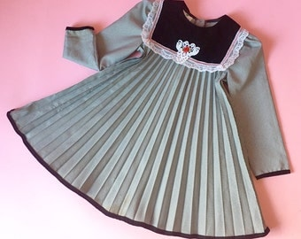 Vintage Black And White Hounds Tooth Pleated Dress (Girls Size 5)