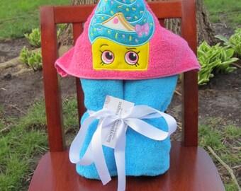 Cupcake Girl Hooded Towel