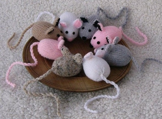 Hand Knitted Toys : Hand knitted toy mouse