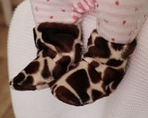 Baby Boots 0-3 months in faux fur giraffe print