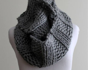 Knit Infinity scarf, 100% soft wool scarf, Chunky infinity scarf, Polar grey knitted scarf, handknit scarf, soft and cozy