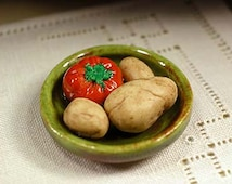 Ceramic kitchen dish with tomato and patatoes, scale 1:12. Making handmade and glazed by hand.