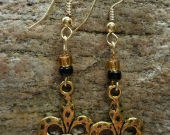 Black and Gold Hammered Fleur de Lis Earrings