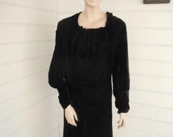 "Bust:  up to 40""  ** Beautiful Black Velvet 1920s Drop Waist Dress (Lot 1) (AS IS)"