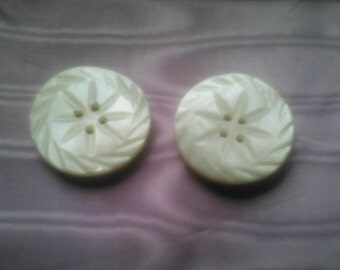 Vintage Carved Mother of Pearl Buttons