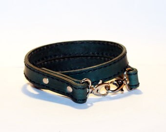 Leather lanyard, hand cut, hand stitched, Keychain, Key Holder, Leather Keychain, Leather Id Badge Lanyard. Green Lanyard.