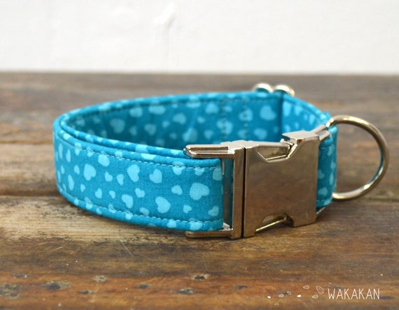 Blue Sky dog collar. Adjustable and handmade with 100% cotton fabric. Hearts pattern blue. Wakakan