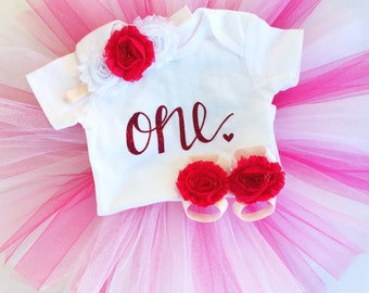 Baby birthday outfits ; Pink, white and hot pink birthday outfit; tutu set; girl tutu outfit; one year ; birthday