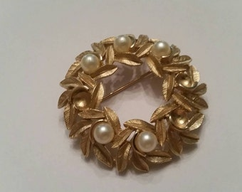 Vintage Pearl Gold Avon Brooch Pin Costume Jewelry