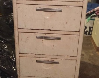 Vintage Porcelain Enamel Top Metal Kitchen Cabinet Of Drawers ( Local Pick  Up Or Find Your