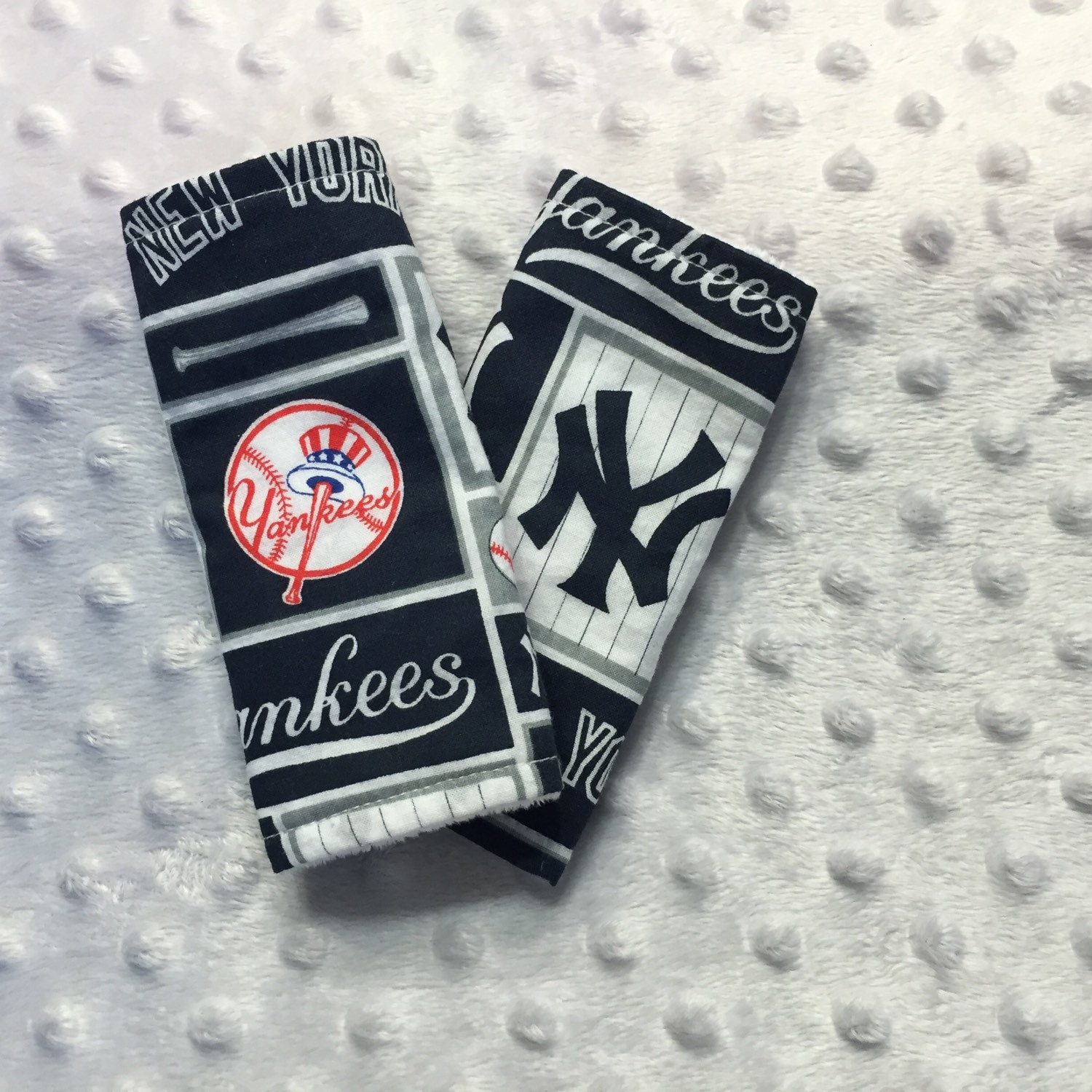 new york yankees car seatbelt covers reversible. Black Bedroom Furniture Sets. Home Design Ideas