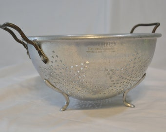 Mirro Fine Aluminum Star Perforated Footed Colander * Vintage Star Design Footed Collandar * Vintage Kitchen * Country Chic * Farmhouse *