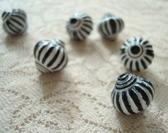 Sale! 14 Black and White Big Striped Lanterns. 14x14mm Striking Acrylic Beads. Center Drilled. Painted. Lightweight. ~USPS Ship Rates/Oregon