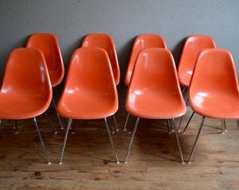 8 Chaises Charles & Ray Eames DSX plastic chair orange pieds chromés années 50 fibre de verre design Eames Editeur Herman Miller midcentury
